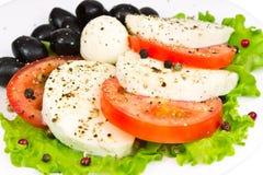 tomater för mozzarellaolivgrönsallad Royaltyfri Bild