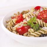 tomater för olivgrönpastasallad Royaltyfri Foto