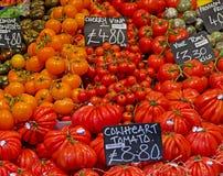 Tomater på stadmarknaden Royaltyfri Bild