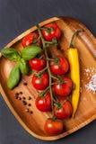 Tomater, peppar och basilika Fotografering för Bildbyråer