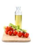 Tomates, alface e azeite de cereja Foto de Stock