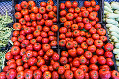 Tomates au supermarché photographie stock