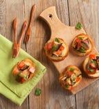 Tomates, berenjenas y crostini del perejil. Foco selectivo imagen de archivo libre de regalías