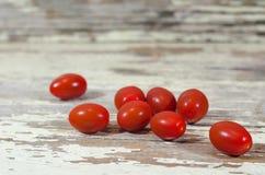 Tomates-cerises à bord de 1 Image stock