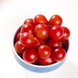 Tomates-cerises dans la cuvette Photos libres de droits