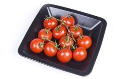 Tomates-cerises dans une plaque Photographie stock