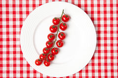 Tomates-cerises de plaque Photo stock