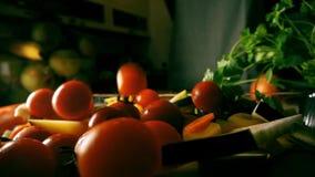 Tomates-cerises en baisse banque de vidéos