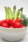 Tomates-cerises et asperge Photos libres de droits