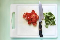 Tomates-cerises et basilic Photos stock