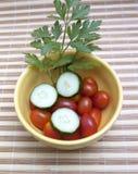 Tomates-cerises, persil et concombres Photos libres de droits