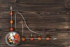 Tomates-cerises se situant sous la forme de diagramme sur la table Photo libre de droits