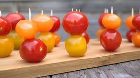 Tomates-cerises sur l'apéritif Images libres de droits