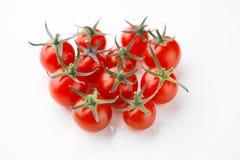 Tomates-cerises sur le blanc Photos stock