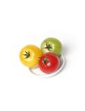 Tomates coloridos na placa imagens de stock royalty free