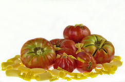 Tomates com massa Fotos de Stock Royalty Free