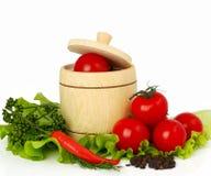Tomates con la especia y la lechuga en blanco Foto de archivo libre de regalías