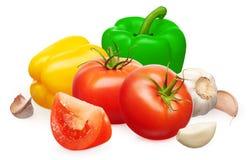 Tomates con la rebanada, verduras del paprika, ajo con los clavos Fotos de archivo libres de regalías