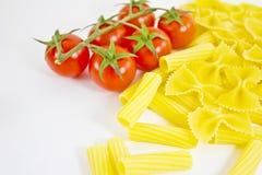 Tomates crus da massa e de cereja Imagem de Stock Royalty Free