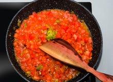 Tomates cuites dans une casserole Photographie stock libre de droits