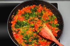 Tomates cuites dans une casserole Photographie stock