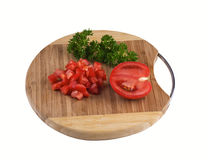 Tomates découpées sur un conseil en bois d'isolement Photographie stock