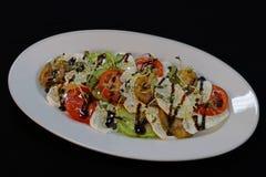 Tomates d'héritage et salade de mozzarella images stock
