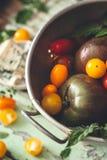Tomates d'héritage pour la cuisson photo stock