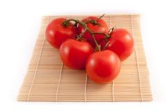 Tomates d'isolement sur le fond blanc Photographie stock