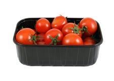 Tomates dans la boîte noire Photo stock