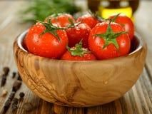 Tomates dans une cuvette Photo libre de droits