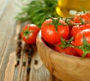 Tomates dans une cuvette Photographie stock libre de droits