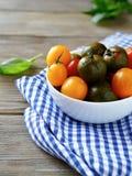 Tomates dans une cuvette Photographie stock