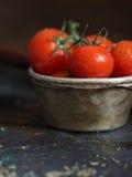 Tomates de cereja com gotas da água Imagem de Stock Royalty Free