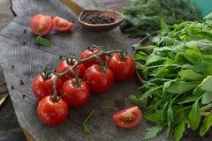 Tomates de cereja com salada verde Alimento saudável foto de stock