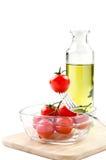 Tomates de cereja com uma forquilha e um azeite Fotos de Stock