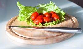 Tomates de cereja do corte Imagens de Stock