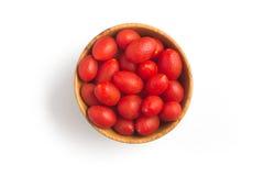 Tomates de cereja em uma bacia Fotos de Stock Royalty Free