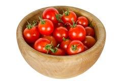 Tomates de cereja em uma bacia de madeira Imagens de Stock Royalty Free