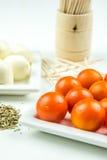 Tomates de cereja, mozarella e manjericão da terra Fotos de Stock Royalty Free