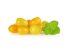 Tomates de cereza amarillos en el fondo blanco Foto de archivo