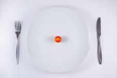 Tomates de cereza en la placa imagen de archivo libre de regalías