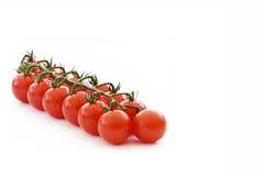 Tomates de cereza en la vid fotos de archivo libres de regalías