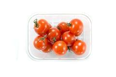 Tomates de cereza en un rectángulo del almacén Imagen de archivo