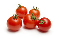 Tomates de cereza madurados vid foto de archivo libre de regalías