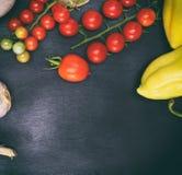 Tomates de cereza rojos maduros Foto de archivo