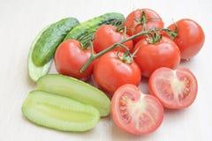Tomates de concombres Photos libres de droits