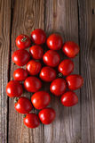 Tomates de différentes variétés Fond rouge de tomates de tomates Concept sain de nourriture de tomates fraîches Images stock