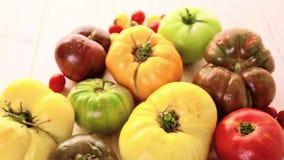 Tomates de la herencia almacen de metraje de vídeo