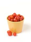 Tomates de la uva en crisol del oro foto de archivo libre de regalías